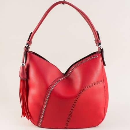 Дамска чанта, тип торба с пискюл в червен цвят ch455chv