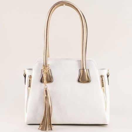 Дамска чанта с три прегради и пискюл в бяло и златно ch4744b