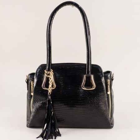 Дамска чанта с три прегради и пискюл в черен цвят ch4744ch