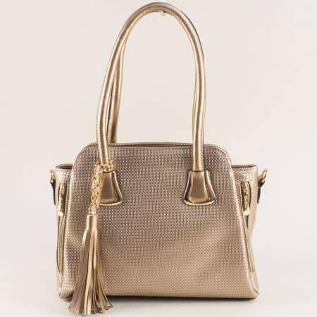 Златна дамска чанта с пискюл, две къси и дълга дръжка ch4744zl