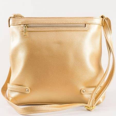 Дамска фешън чанта в златно с дълга дръжка и практично разпределение- български производител ch491zl