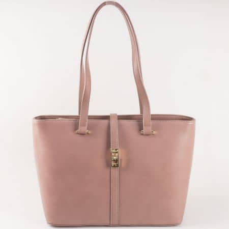 Стилна дамска чанта с ефектна златиста закопчалка и две средни дръжки- David Jones в бежов цвят  ch5219-5bj
