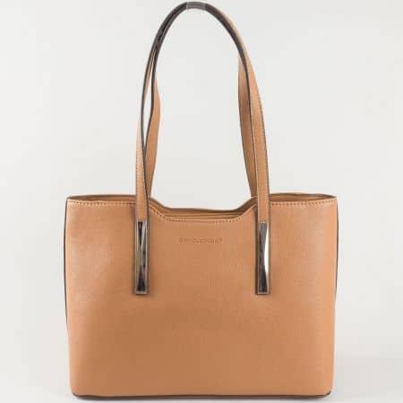 Изчистена дамска чанта в кафяво с две средни дръжки и външно джобче с цип- David Jones  ch5251-1k