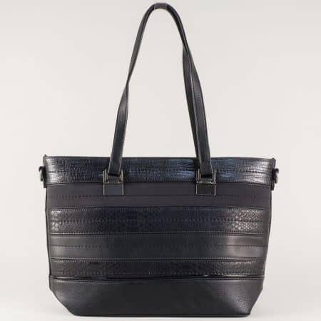 Черна дамска чанта с интересна визия в комбинация от еко кожа и велур ch588ch