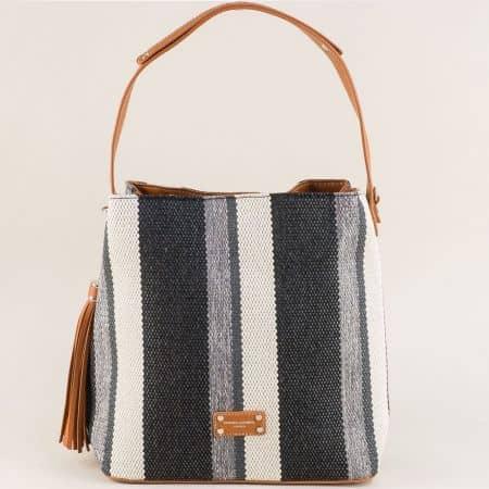 Дамска чанта с пискюл в бяло, черно, сиво и кафяво ch6005-1ch