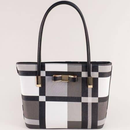 Дамска чанта в бяло, сиво и черно с декорация ch6141ch