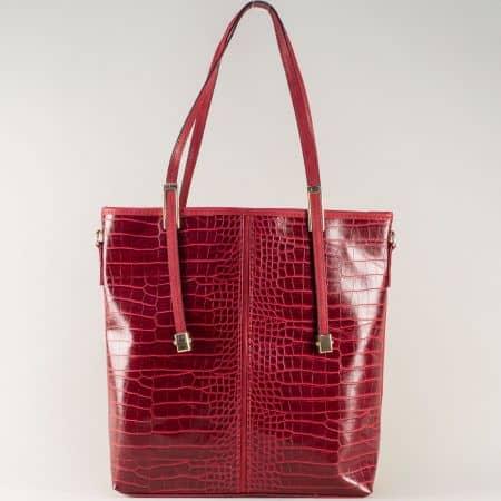 Червена дамска чанта на български производител с ефектна визия ch669chv