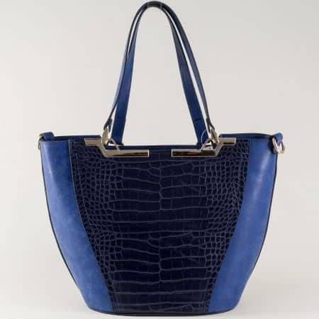 Стилна дамска чанта в синьо с кроко принт ch672s