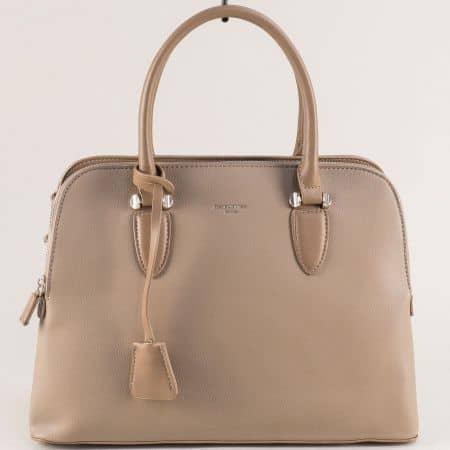 Дамска чанта в бежов цвят с практично разпределение cm5349bj