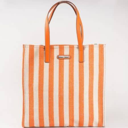 Ултра модерна дамска чанта с принт вертикално райе в бежово и оранж- David Jones  cm3089o