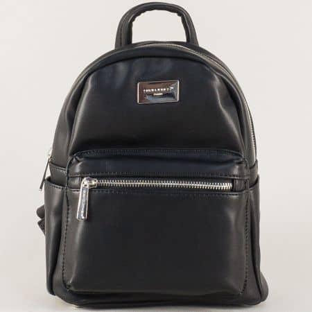 Черна дамска раница с удобни дръжки и предно джобче с цип cm3208ch