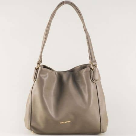 Дамска чанта в бежово с удобни дръжки и три отделения cm3255bj