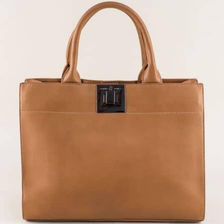 Светло кафява дамска чанта с твърда структура cm4001k
