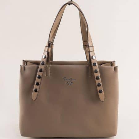 Бежова дамска чанта с капси и три прегради- DAVID JONES cm5334k