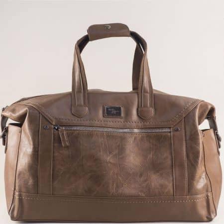 Светло кафява пътна чанта с практично разпределение cm5341k
