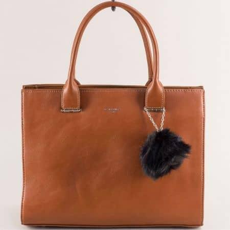 Кафява дамска чанта с пухче- DAVID JONES cm5377k