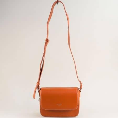 Малка дамска чанта с твърда структура в кафяво cm5619ak
