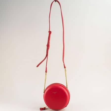 Кръгла дамска чанта с пискюл в червен цвят- DAVID JONES cm5658chv