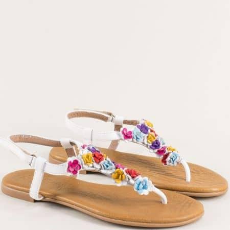 Бели дамски сандали между пръста от естествена кожа на равно ходило f201b