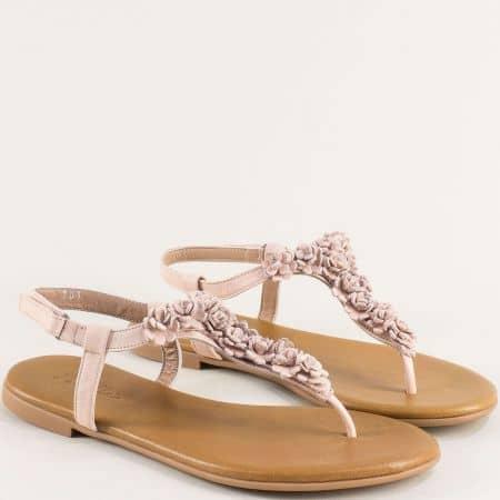 Розови дамски сандали от естествена кожа между пръста на равно ходило f201rz