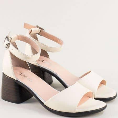 Лачени дамски сандали с кожена стелка в бежов цвят f202lbj