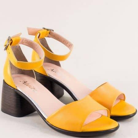 Жълти дамски сандали на среден ток от естествена кожа със затворена пета f202j