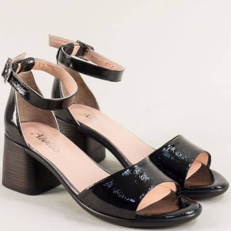 Лачени дамски сандали в черен цвят на среден ток f202lch