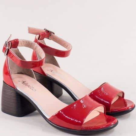 Лачени дамски сандали със затворена пета в червен цвят f202lchv
