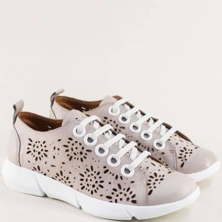 Кожени дамски обувки в бежово с флорална перфорация f343tbj