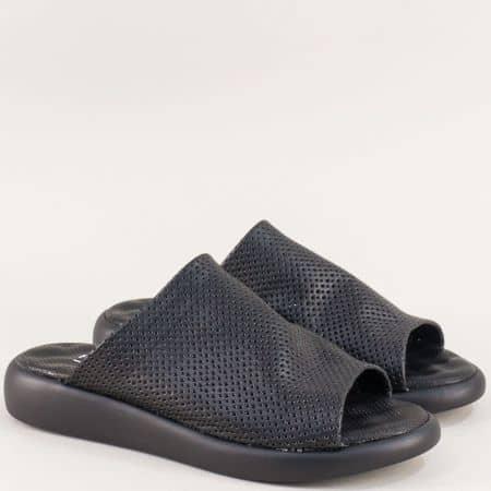 Дамски чехли в черен цвят на равно ходило с перфорация f501ch