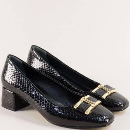 Черни дамски обувки от естествен лак на среден ток f508krlch