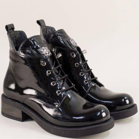 Черни дамски боти от естествен лак на нисък ток  f56lch