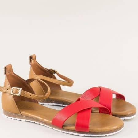 Дамски сандали в червено на равно ходило от естествена кожа със затворена пета f6010chv