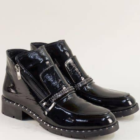 Черни дамски боти на нисък ток от естествен лак f8101lch