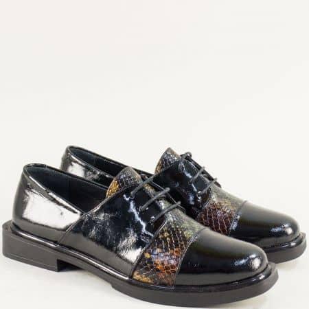 Дамски обувки с връзки от естествен лак в черен цвят f830lchps