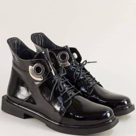 Дамски боти от естествен лак в черен цвят с връзки и цип f930lch
