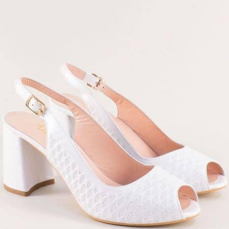 Бели дамски обувки с отворени пръсти и пета на висок ток f955b