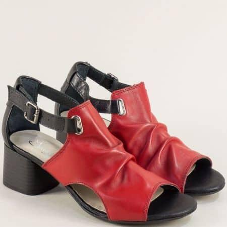 Кожени дамски сандали в червено и черно на среден ток gi202chv