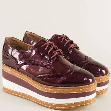 Дамски обувки в цвят бордо с швейцарски мотив hbs04lbd