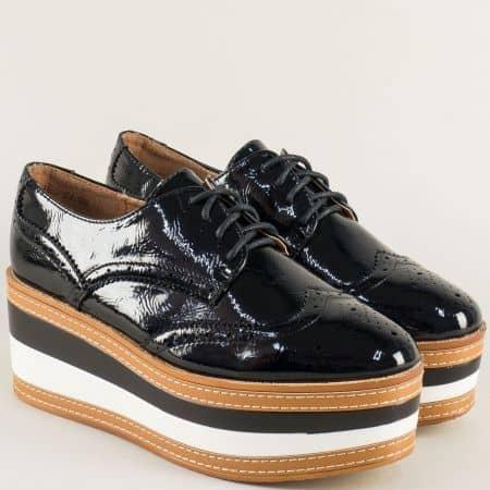 Черни дамски обувки на платформа с швейцарски мотив hbs04lch