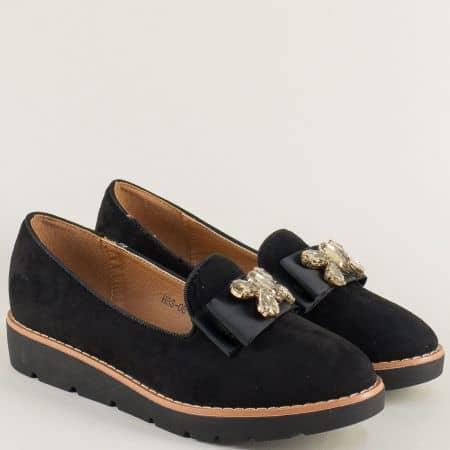 Равни дамски обувки в черен цвят с декорация hbs08vch