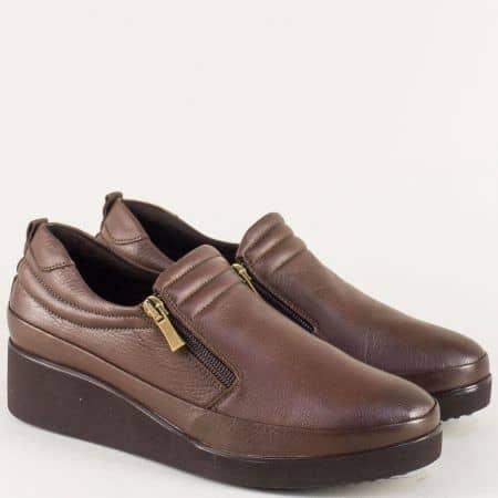 Тъмно кафяви дамски обувки с два ципа на клин ходило k020k
