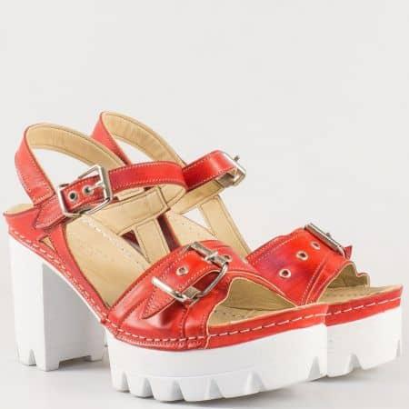 Леки и удобни дамски сандали с две катарами на шито ходило и висок ток- Karyoka изцяло от естествена кожа в червен цвят цвят k1840chv