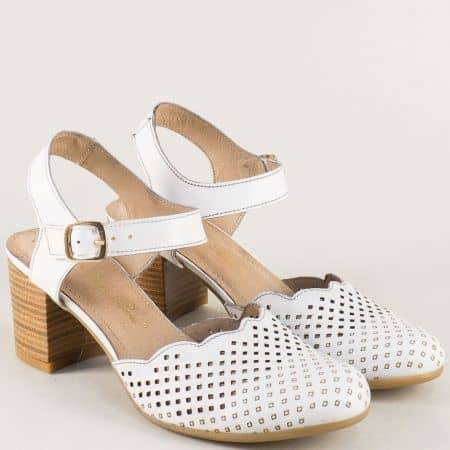 Бели дамски сандали със затворени пръсти на среден ток ketrin1150b