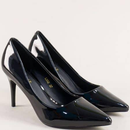 Дамски обувки на висок тънък ток в черен лак l382lch