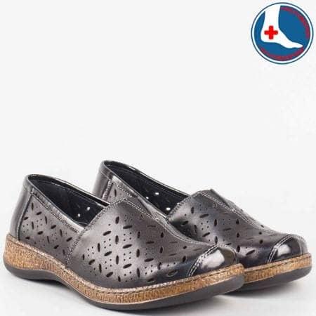 Анатомични дамски обувки- шити от естествен лак и перфорирана естествена кожа в черен цвят- loretta l5513ch