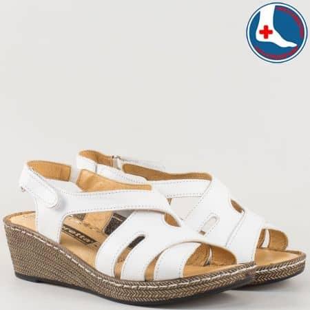Ортопедични дамски сандали в бяло с лепка на шито клин ходило- Loretta изцяло от естествена кожа l5790b