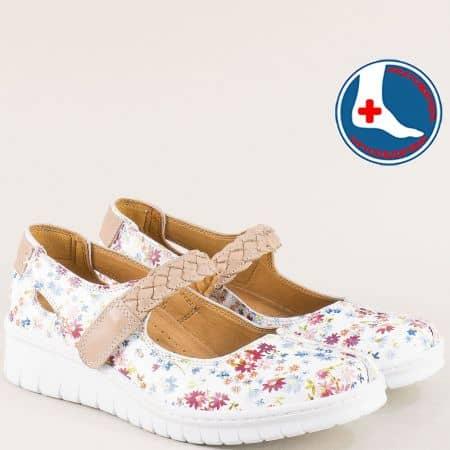 Бели дамски обувки с бежово коланче и пъстър принт l6257bjps