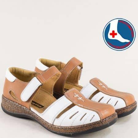 Затворени дамски сандали Loretta на ортопедично ходило от кожа в бял и кафяв цвят l6639bk
