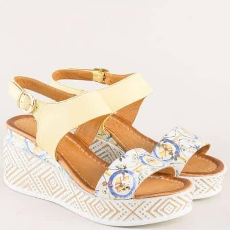 Кожени дамски сандали в жълт цвят със златна катарама m09j